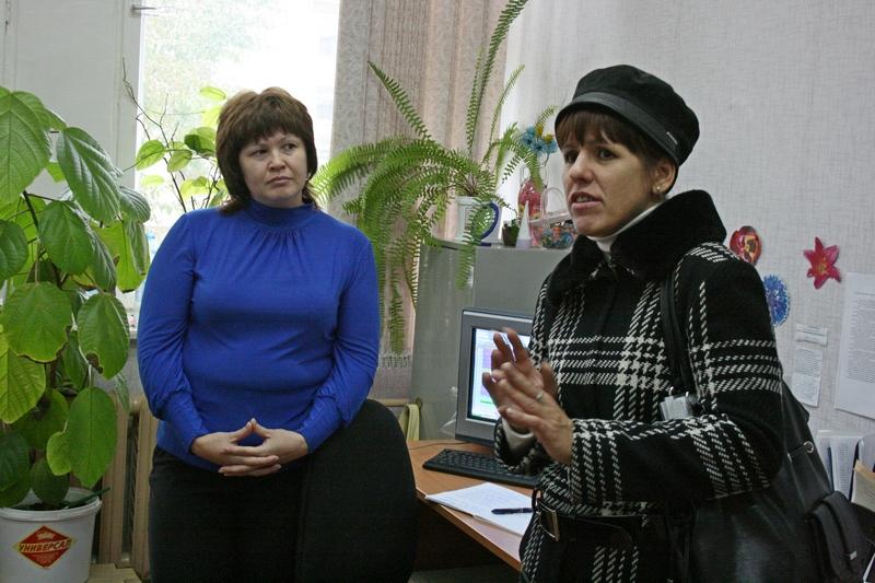 Директор ЦСОН Марина Комарова и директор музейно-выставочного комплекса Елена Воронина