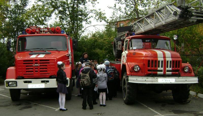 Ирина Демидова рассказывает детям о пожарной безопасности