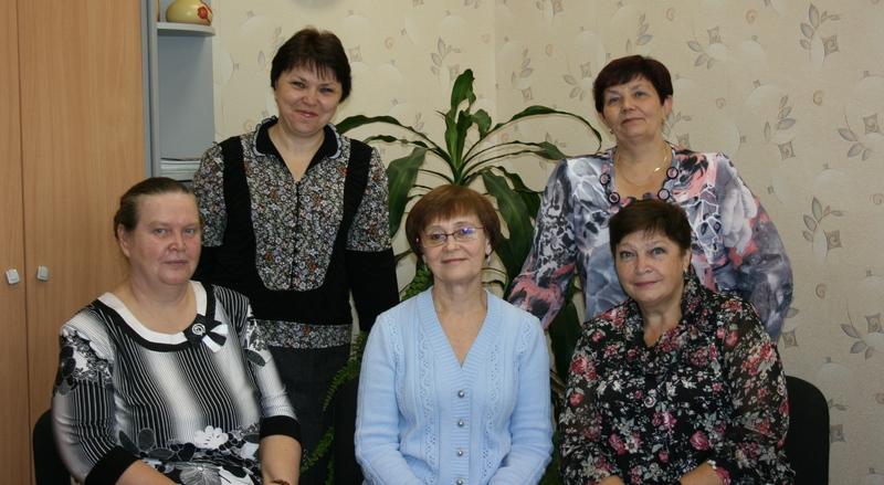 (слева направо) в первом ряду: Н.Г.Гришина, Н.В.Накарякова, Л.П.Сутягина, во втором ряду М.В.Цыбина, В.П.Муха