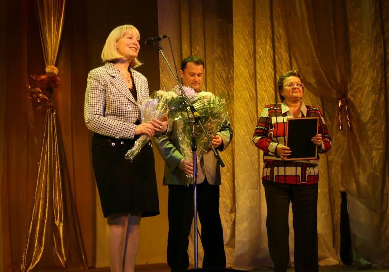 Юбиляров поздравляют С.Вахрамеева, Е.Гущин, Н.Машукова.