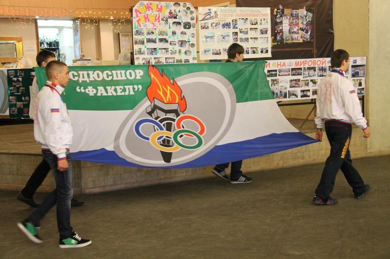 Равнение - на флаг школы!