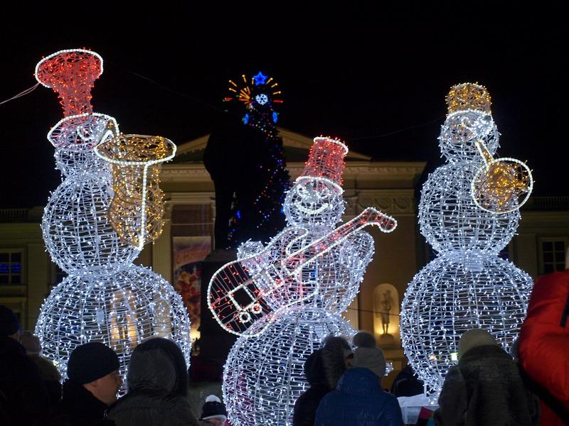 Светящийся снеговик из проволоки своими руками 29