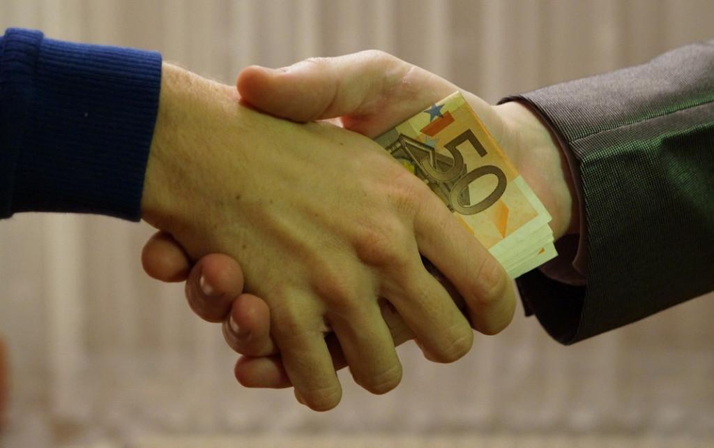 коррупция, взятка, рукопожатие