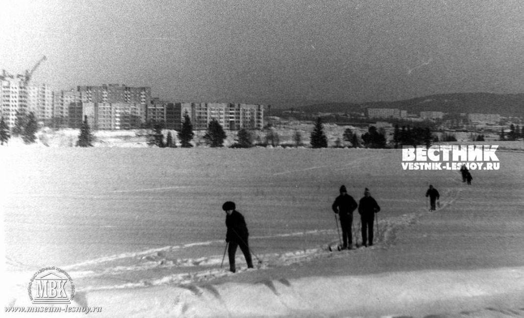 Лыжная прогулка по пруду. фото из архива музея