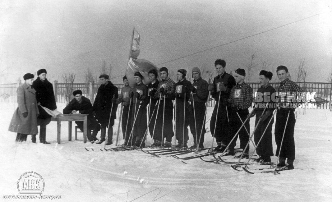 Лыжники на старте, 1950-е, фото из архива музея.