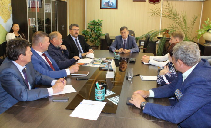 Юрий Тебин, Лесной, администрация